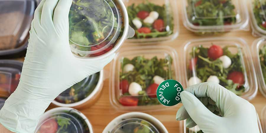 What to Look For In a Labeling Machine for Meal Delivery Kits